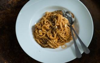 Spagetti med tomatsås och mozzarella