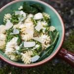 Broccolipasta med ostsås