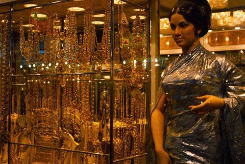 Dubai gold sales drop as price remains high - News ...