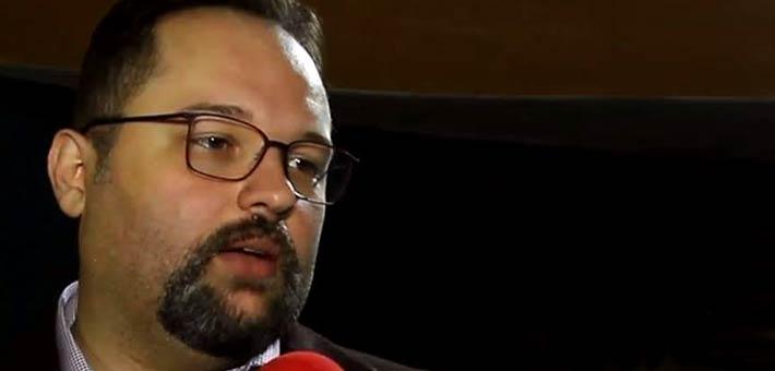 نجل محمود عبد العزيز يؤكد صحة حساب والده على Twitter في الفن