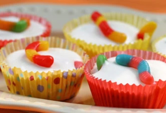 No Bake Wormy Cheesecake Cups Recipes Food Network Canada