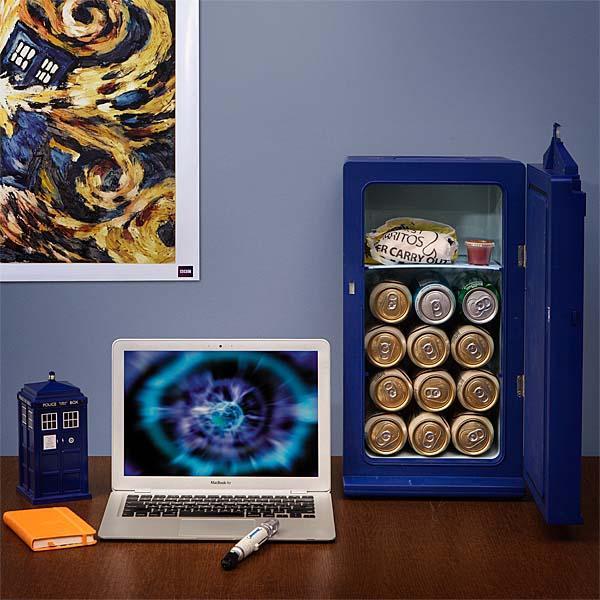Doctor Who Large TARDIS Fridge Gadgetsin