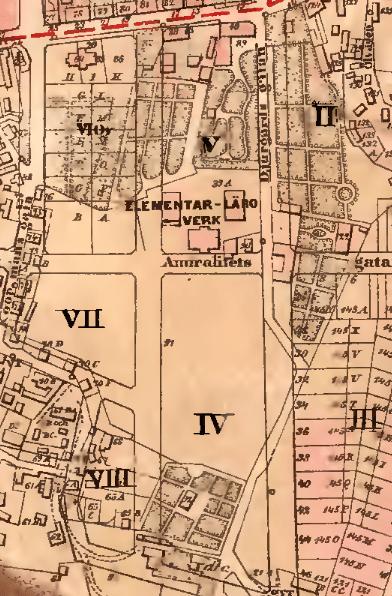 1901. Längs med Allmänna vägen ligger fyra större egendomar med trädgårdar.
