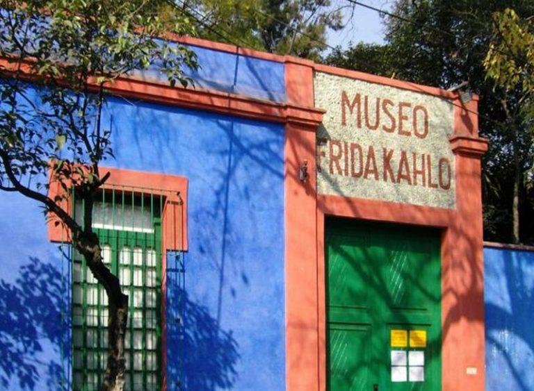 Casa Azul de Frida Kahlo no México revela detalhes da artista