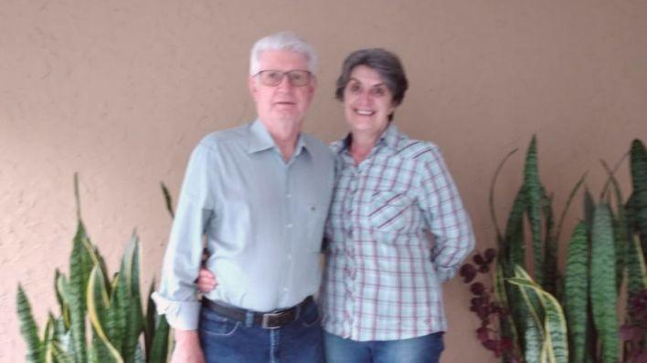Antonio e Selma Bujokas, de 70 e 63 anos, respectivamente; Ele teve Covid-19, mas ela não, apesar de estar em contato com o marido infectado. Foto: Acervo pessoal.