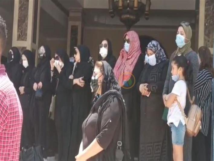 صابرين وهالة صدقي تنهاران من البكاء في جنازة سمير غانم (فيد | مصراوى