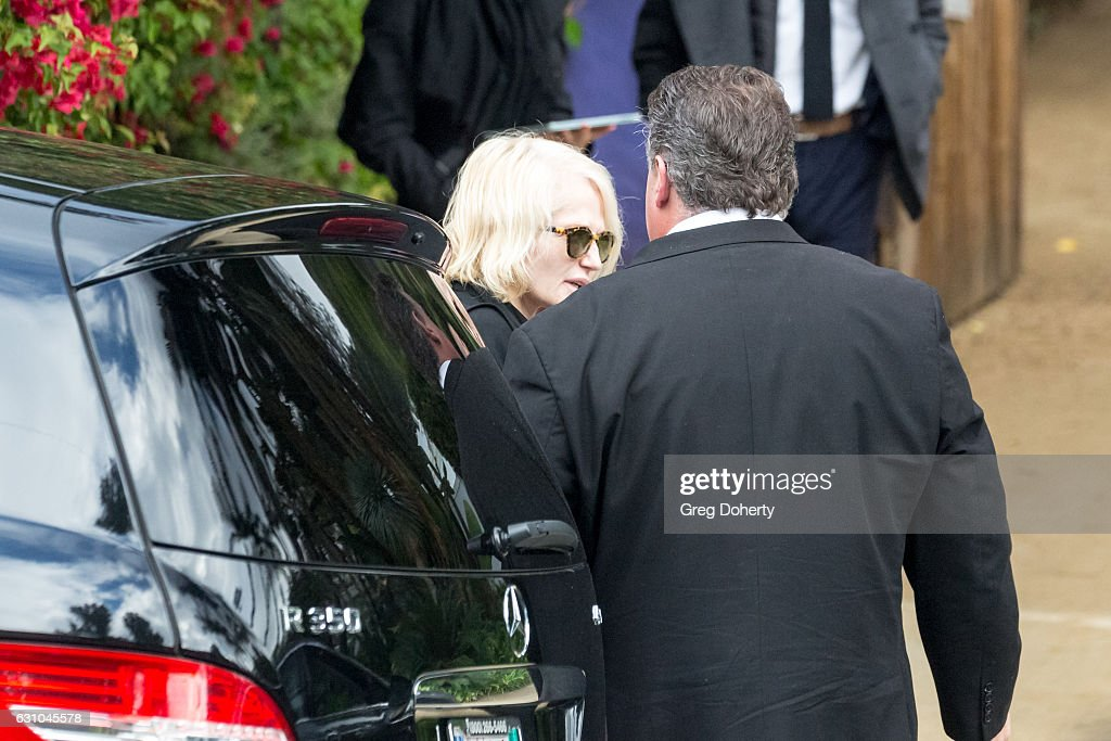 private memorial service held in beverly hills for carrie - 612×408