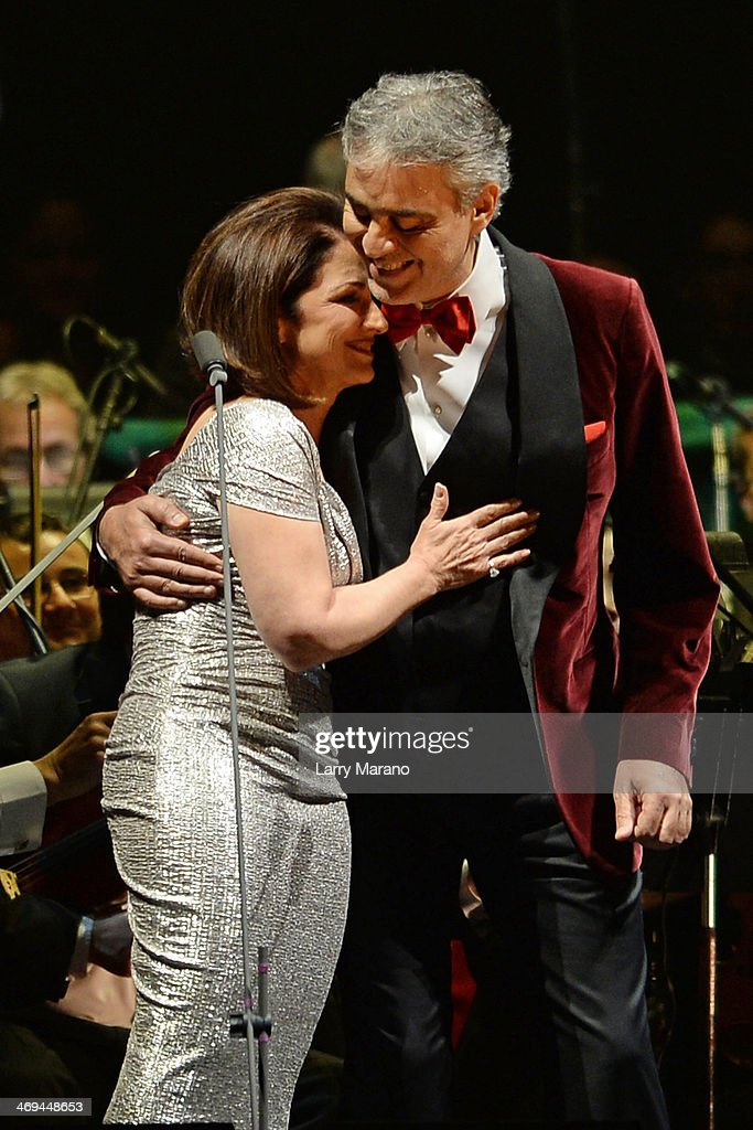 Gloria Estefan Stock Photos And Pictures Getty Images