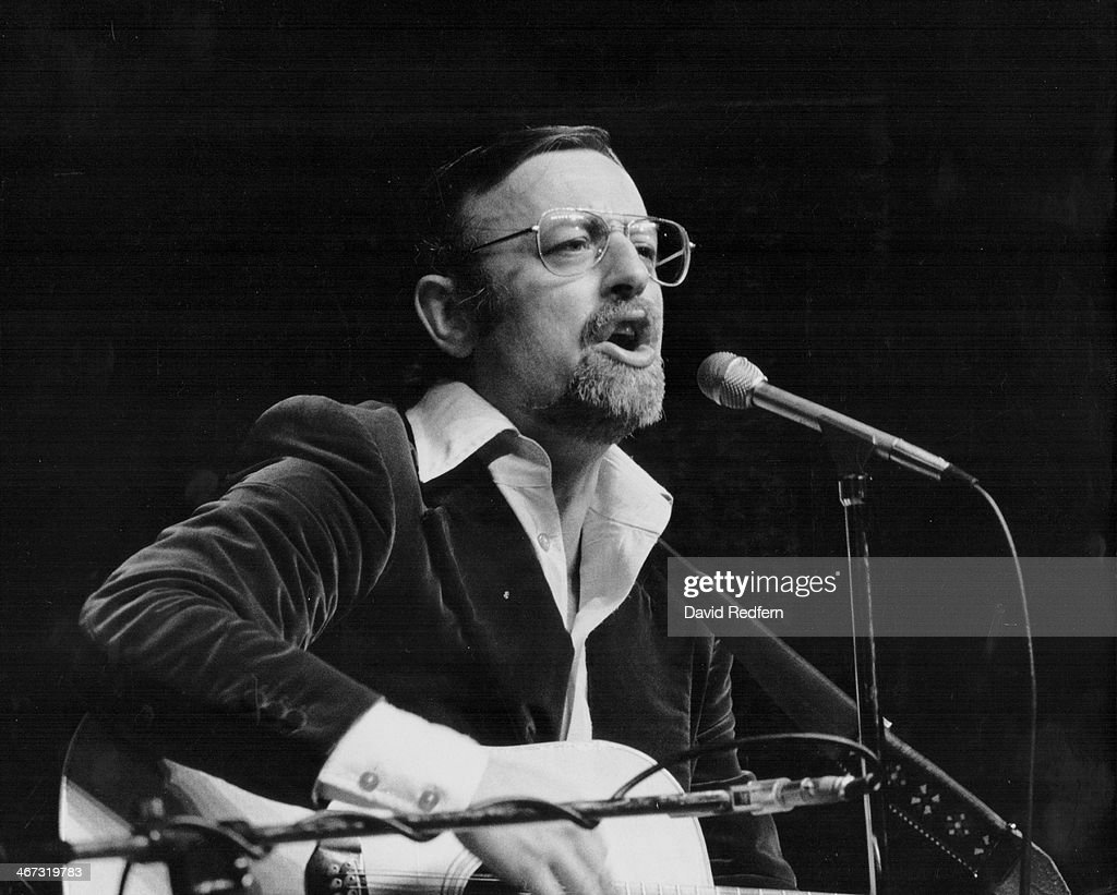 Roger Whittaker Stock Photos and Pictures | Getty Images