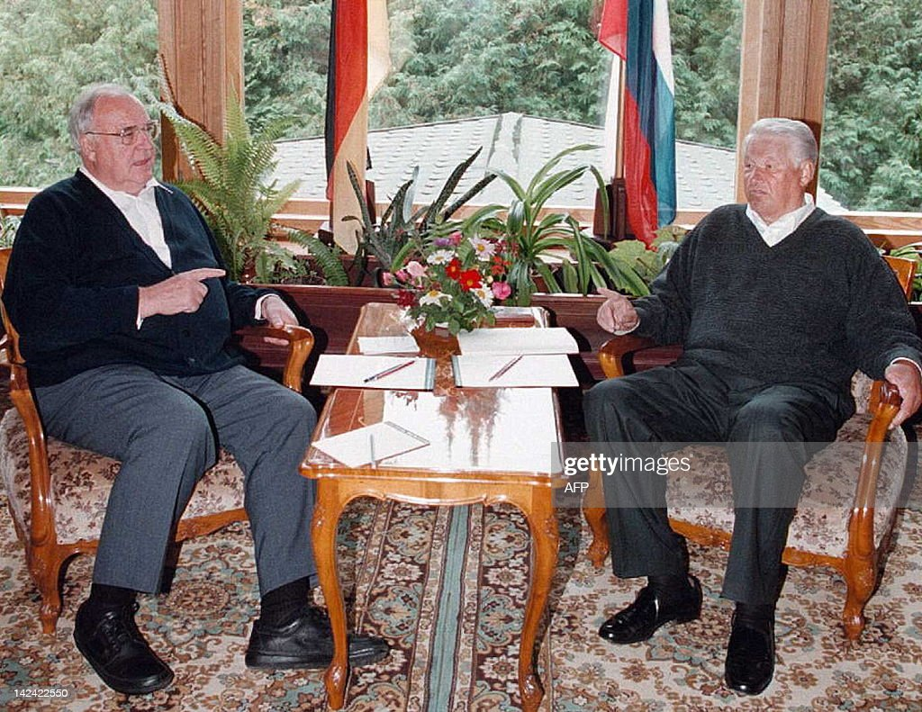 Russia Kohl Yeltsin Photos et images de collection | Getty ...