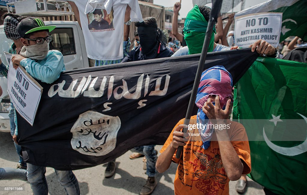 Kashmir Muslim protesters chant anti Indian slogans during ...