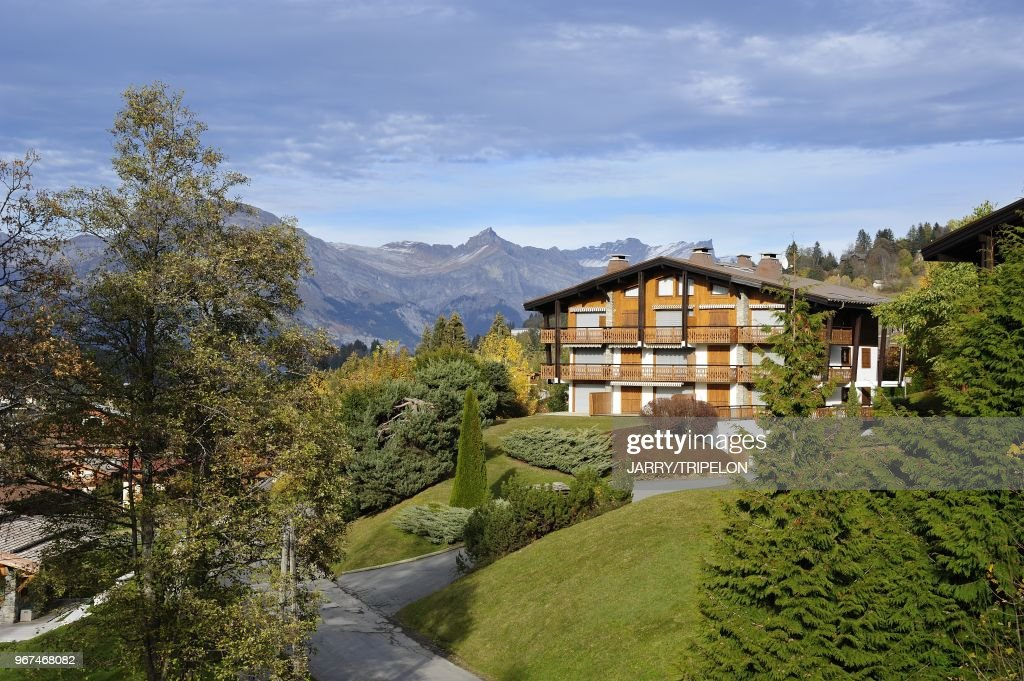 https www gettyimages dk detail news photo les perchets district of the village of megeve at the news photo 967468082