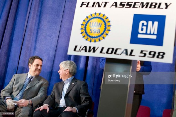 GM President, Michigan Governor Visit Flint Assembly Plant ...