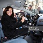 Mayor Of Paris Anne Hidalgo Poses Inside A Car Of The French Electric Fotografia De Noticias Getty Images