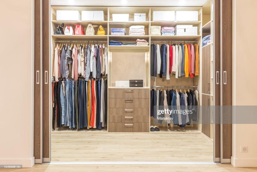https www gettyimages ch detail foto modern wooden wardrobe with clothes hanging on rail lizenzfreies bild 1049306164 language fr