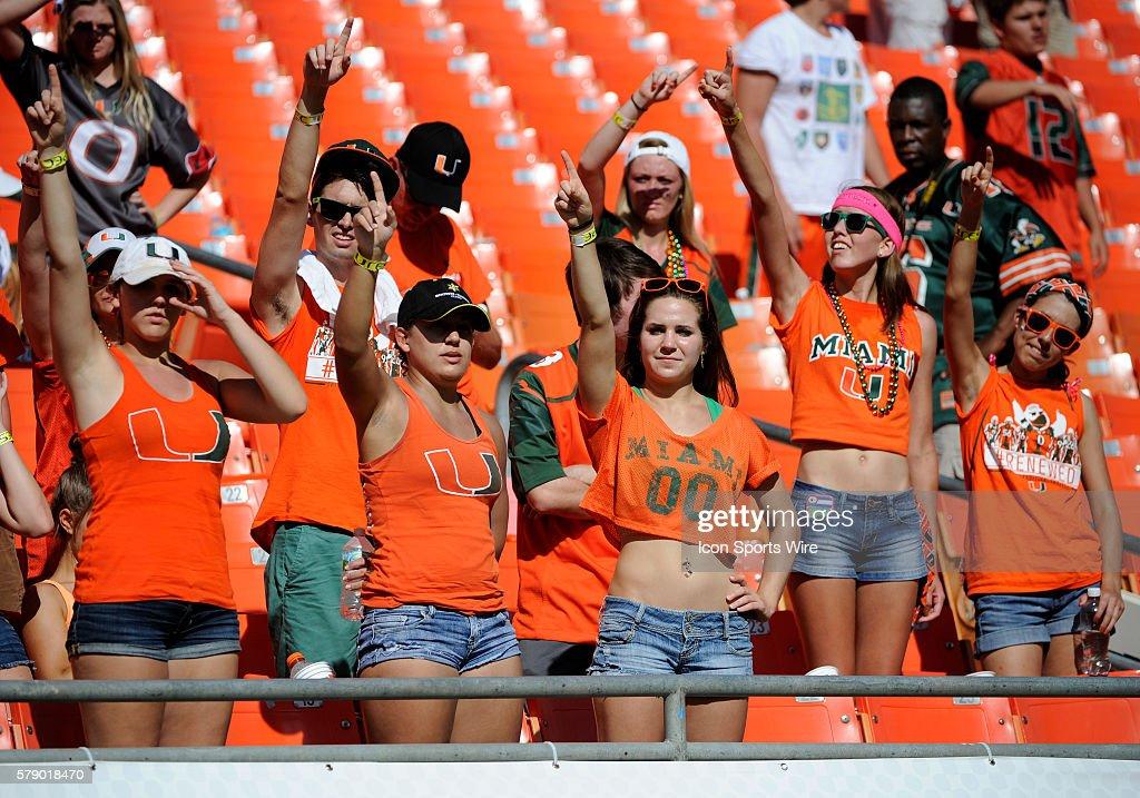 Sexy Football Fans Stockfoto's en -beelden | Getty Images