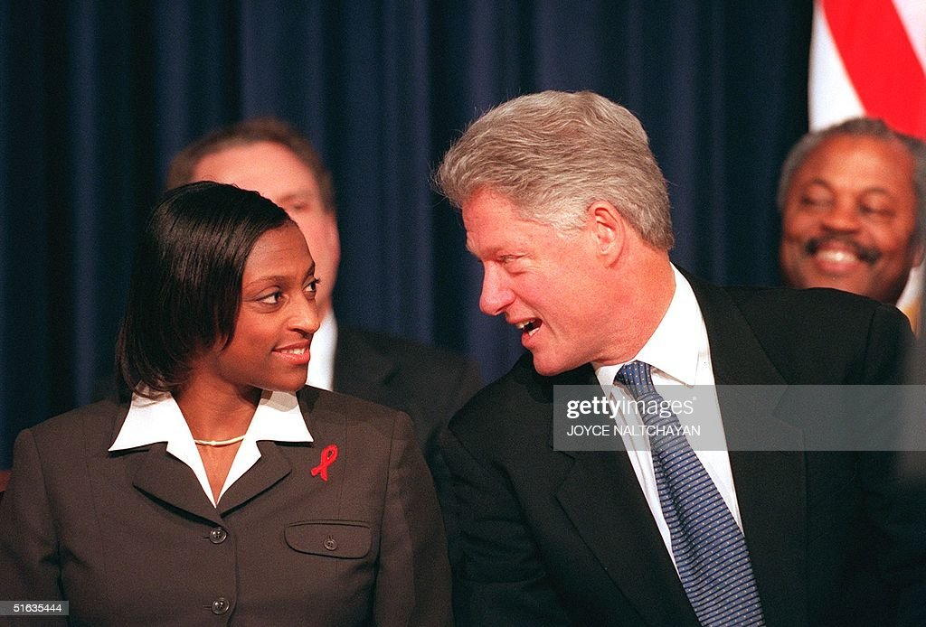 US President Bill Clinton speaks with Denise Stoke ...