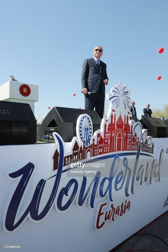 Grand Opening Party Stock-Fotos und Bilder | Getty Images