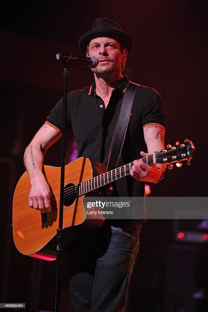 Gin Blossoms Stock Photos and Pictures | Getty Images