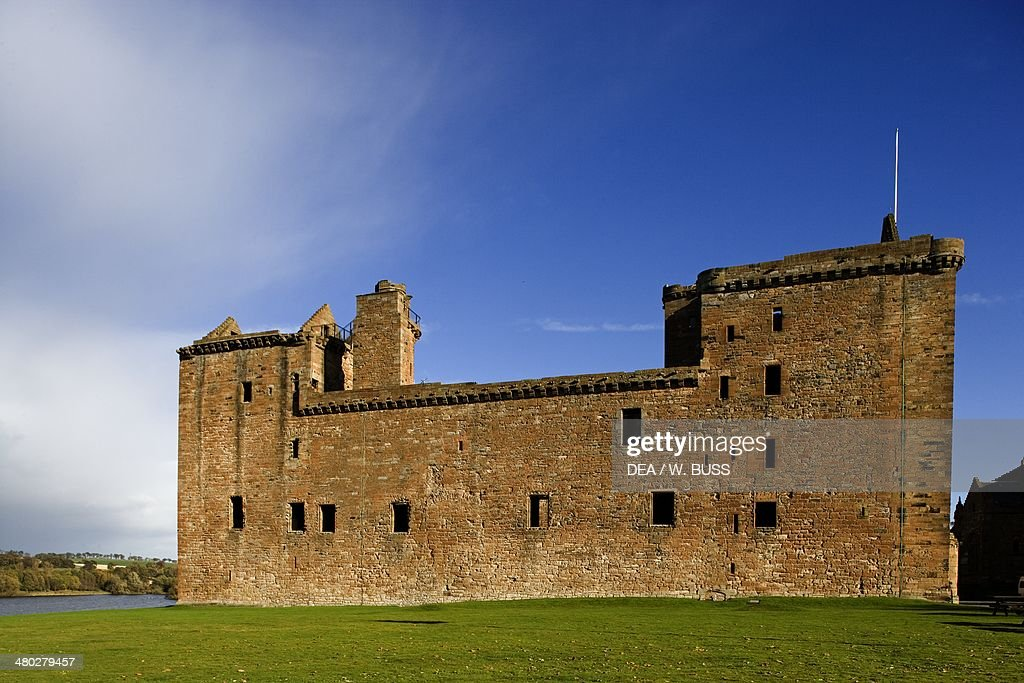 Ruins of Linlithgow Palace... Pictures | Getty Images