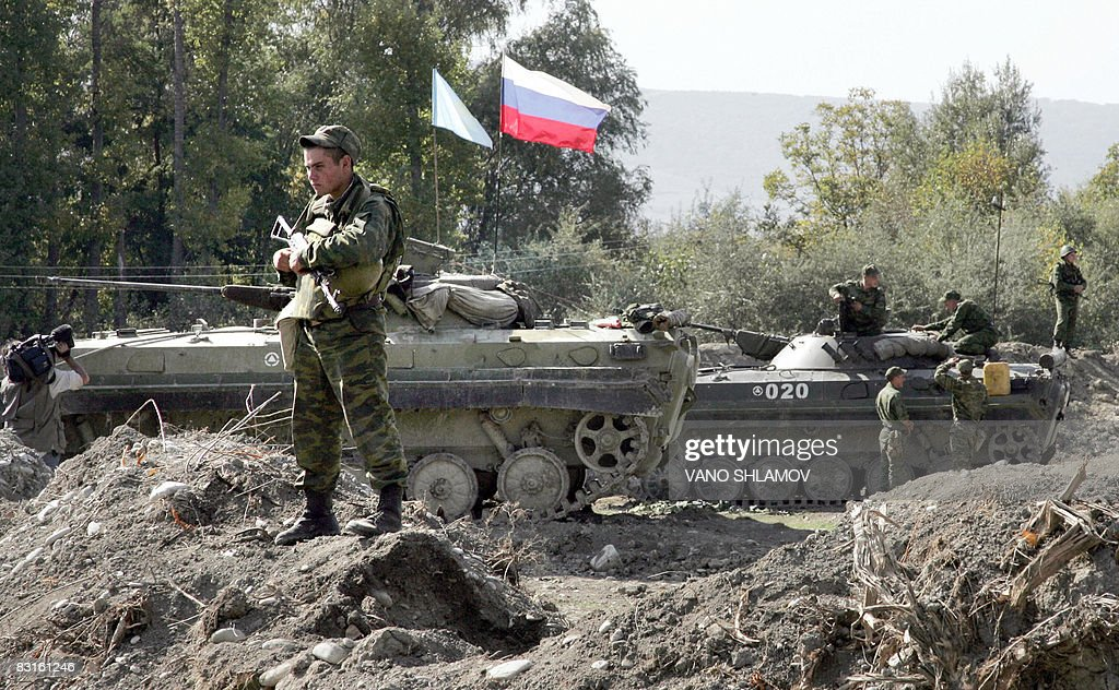 A Russian peackeeping soldier stands gua Pictures | Getty ...