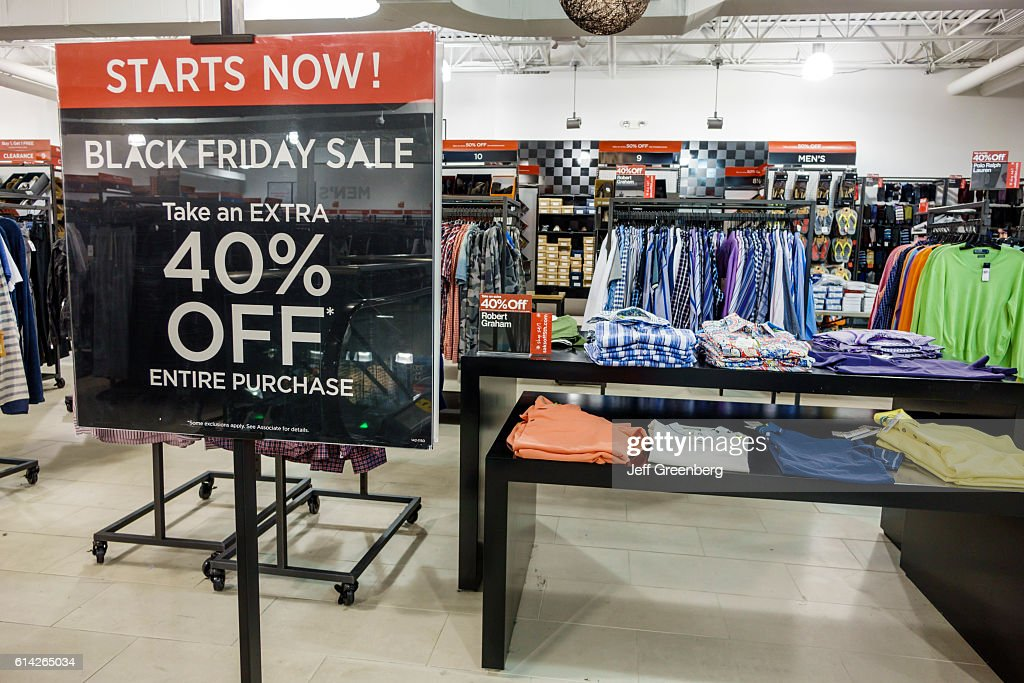 https www gettyimages co nz detail news photo saks off 5th avenue 40 black friday sale news photo 614265034
