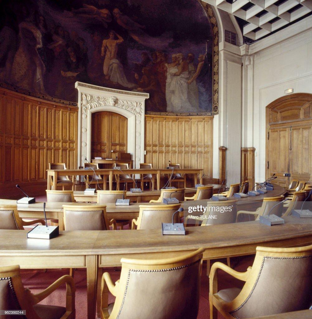 https www gettyimages com detail news photo salle des conseils de la facult c3 a9 de droit de luniversit c3 a9 news photo 952350244