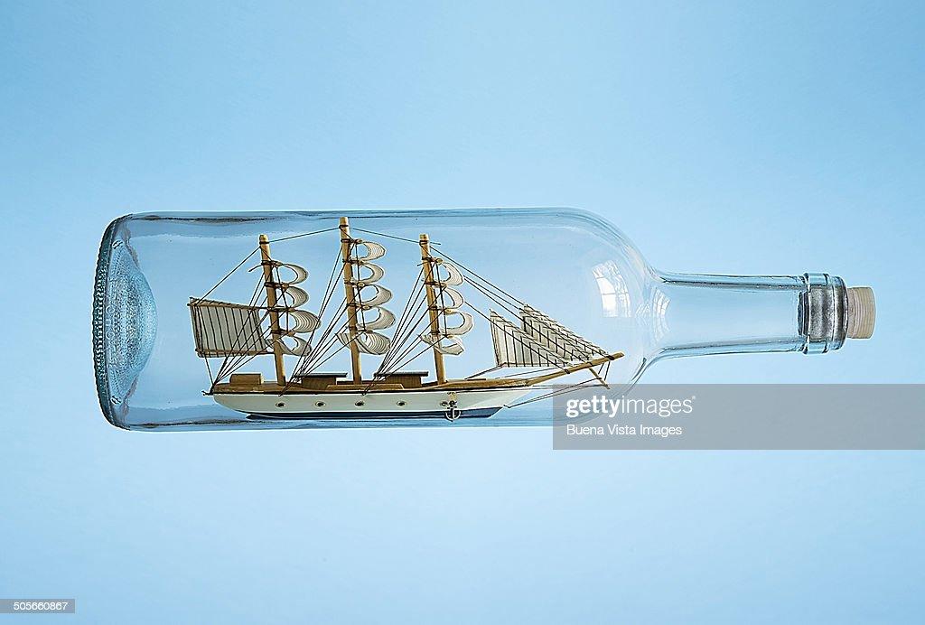 https www gettyimages fr photos bateau dans une bouteille