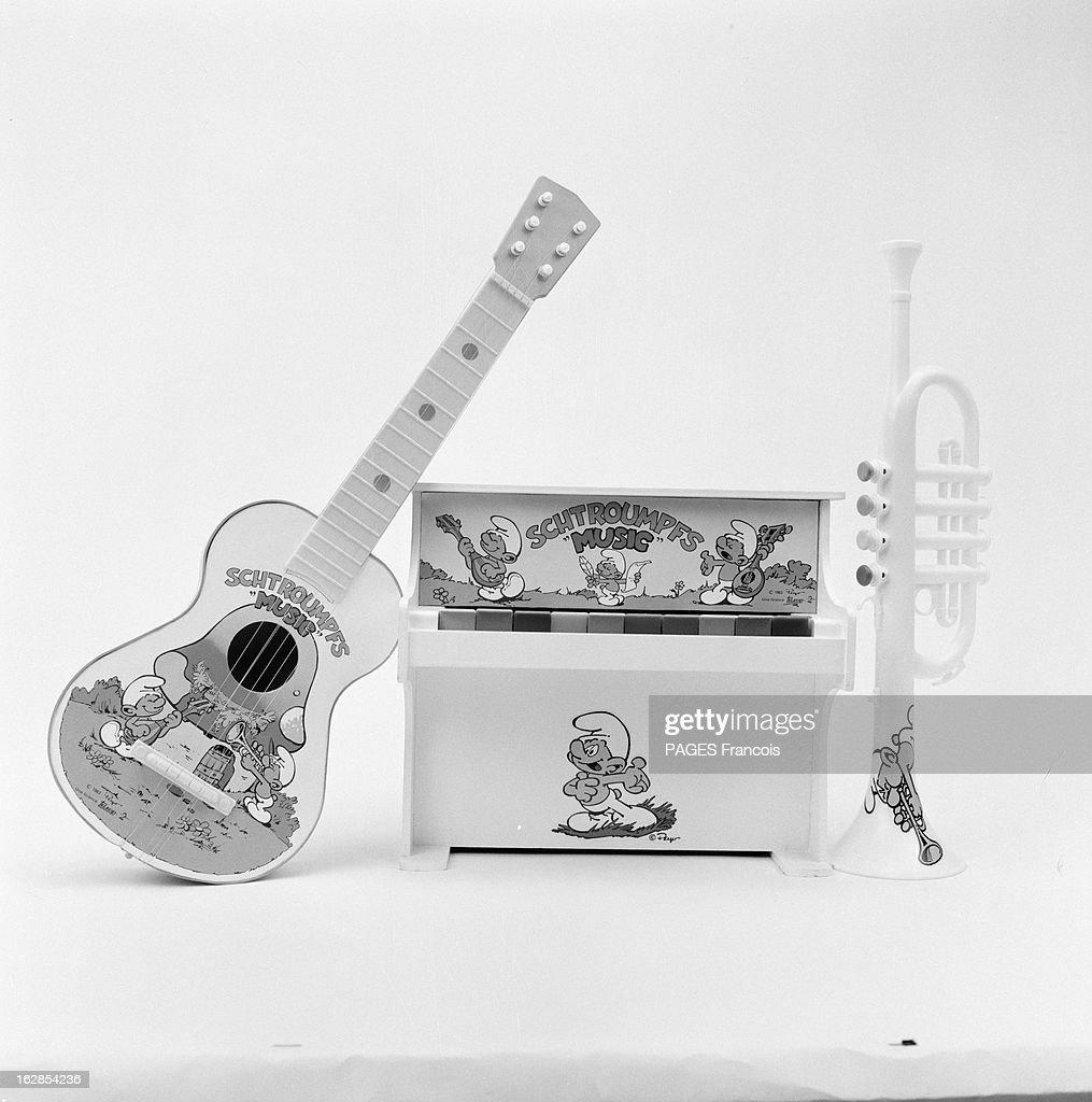 https www gettyimages com detail news photo smurfs toys en 1983 une s c3 a9ries de mini instruments de news photo 162854236