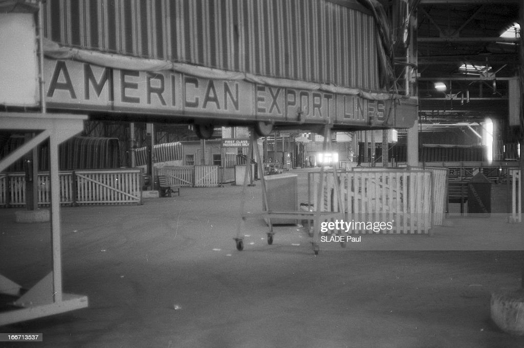 Hangar Vide Stock Photos and Pictures   Getty Images Strike In The New York Harbour EtatsUnis NewYork 30 mars 1957 les activit    s  du port de