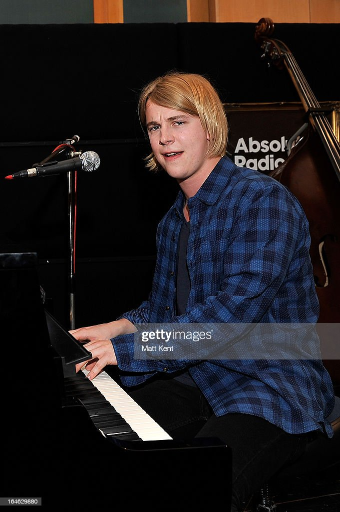 Tom Odell Stock Photos and Pictures | Getty Images