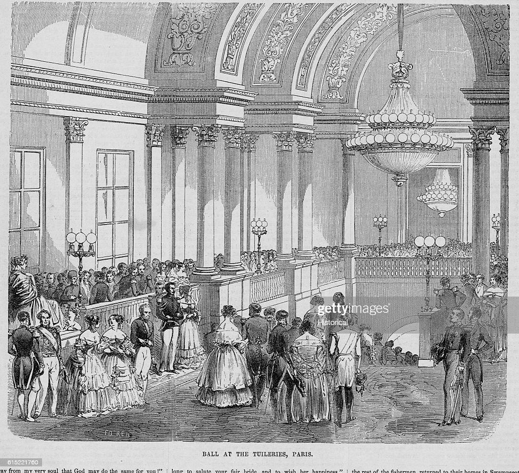 https www gettyimages at detail nachrichtenfoto well dressed gentry enter a ball at tuileries paris in nachrichtenfoto 615221760