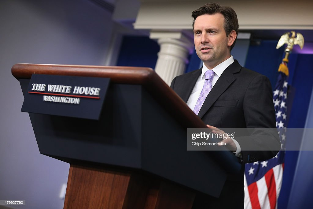 Josh Earnest Stock Photos and Pictures | Getty Images