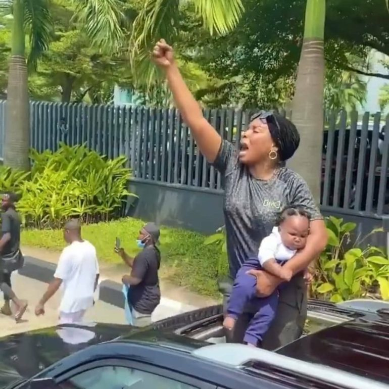 This Photo Of A Mother & A Child At An #EndSARS Protest Will Melt Your Heart.