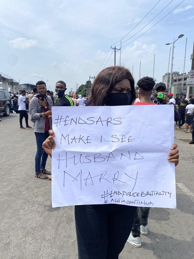 """""""End SARS Make I See Husband Marry"""" – Nigerian Lady Cries Out During Protest"""