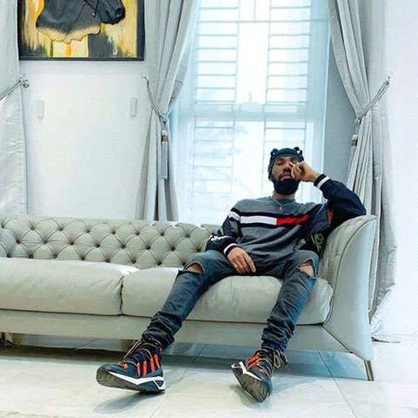 phyno sitting in his house 9779