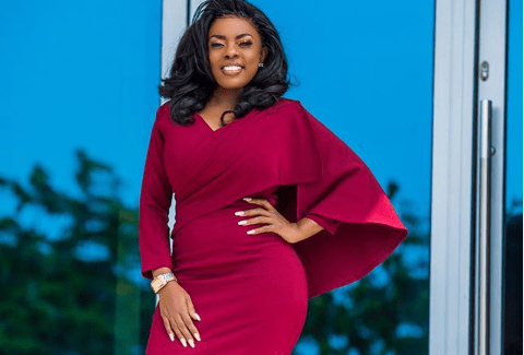 Nana Aba Anamoah Gifts Young Man ₵100 After She Refused To Stake His Lotto Numbers- Watch Video