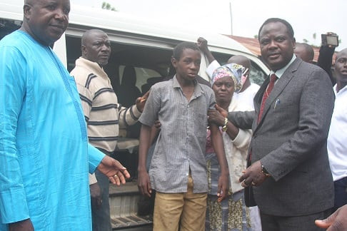 Tears As 28 Kidnapped Students Of Baptist High School Kaduna state Reunite With Their Parents (PHOTOS)