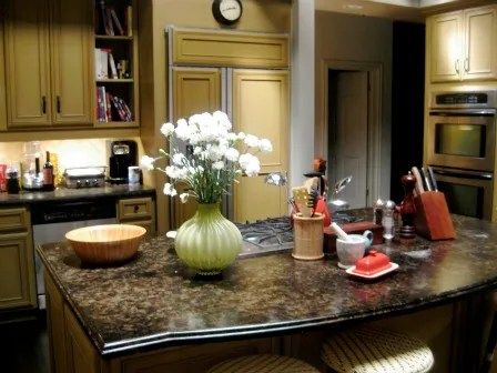We Went to the Actual Houses Seen on Modern Family  Check Out the     0507 dunphy kitchen ob