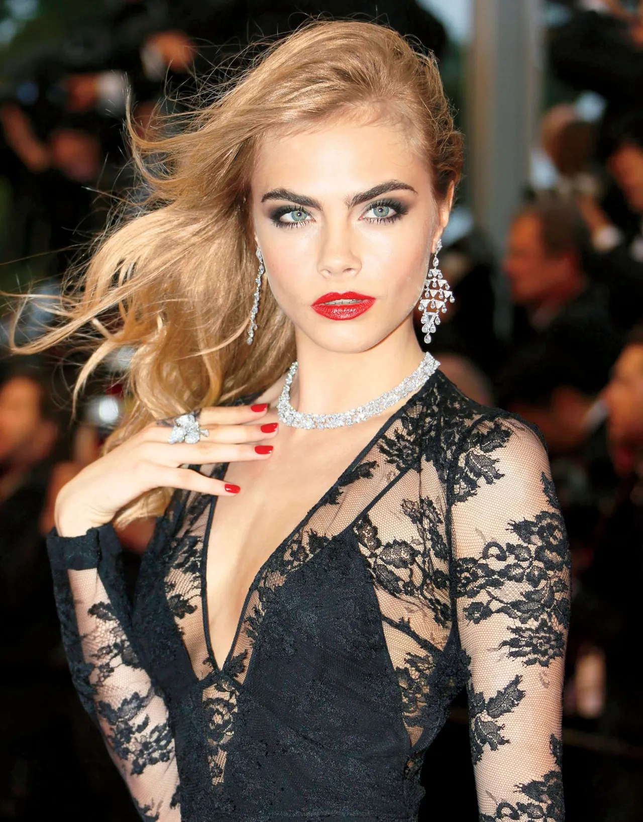 Cara Delevingnes Beauty Secrets Eyebrow Tips Glamour