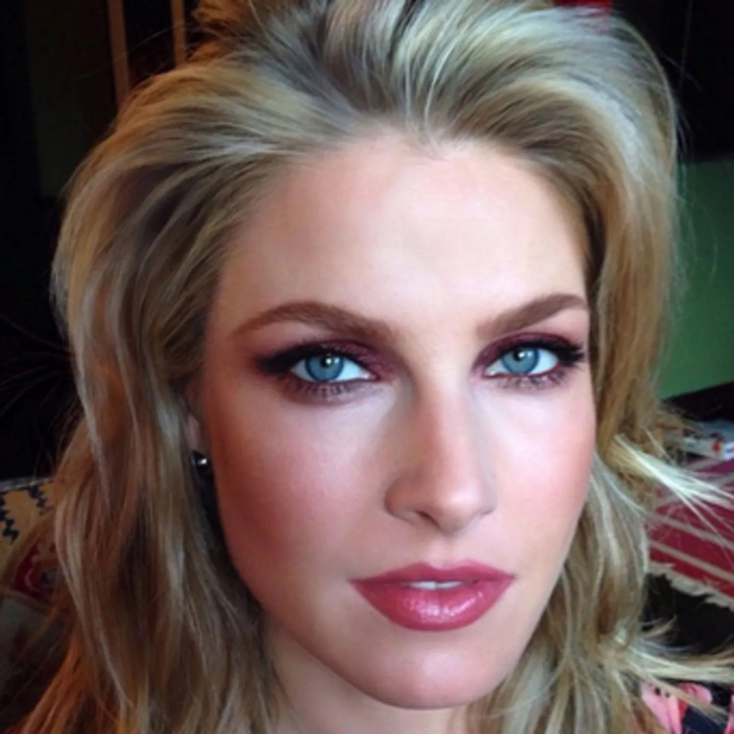 Ali Larters Colorful Eye Makeup Look Is A Must See Glamour