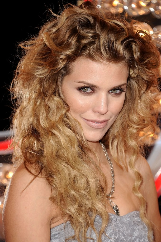 14 seriously cute hairstyles for curly hair | glamour