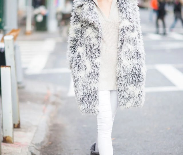 Cute Ugg Street Style Outfit White Jeans Gray Uggs Winter