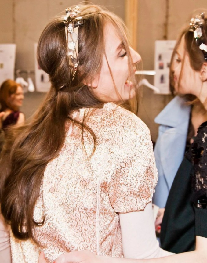 the dos and don'ts of wedding hair extensions (plus some