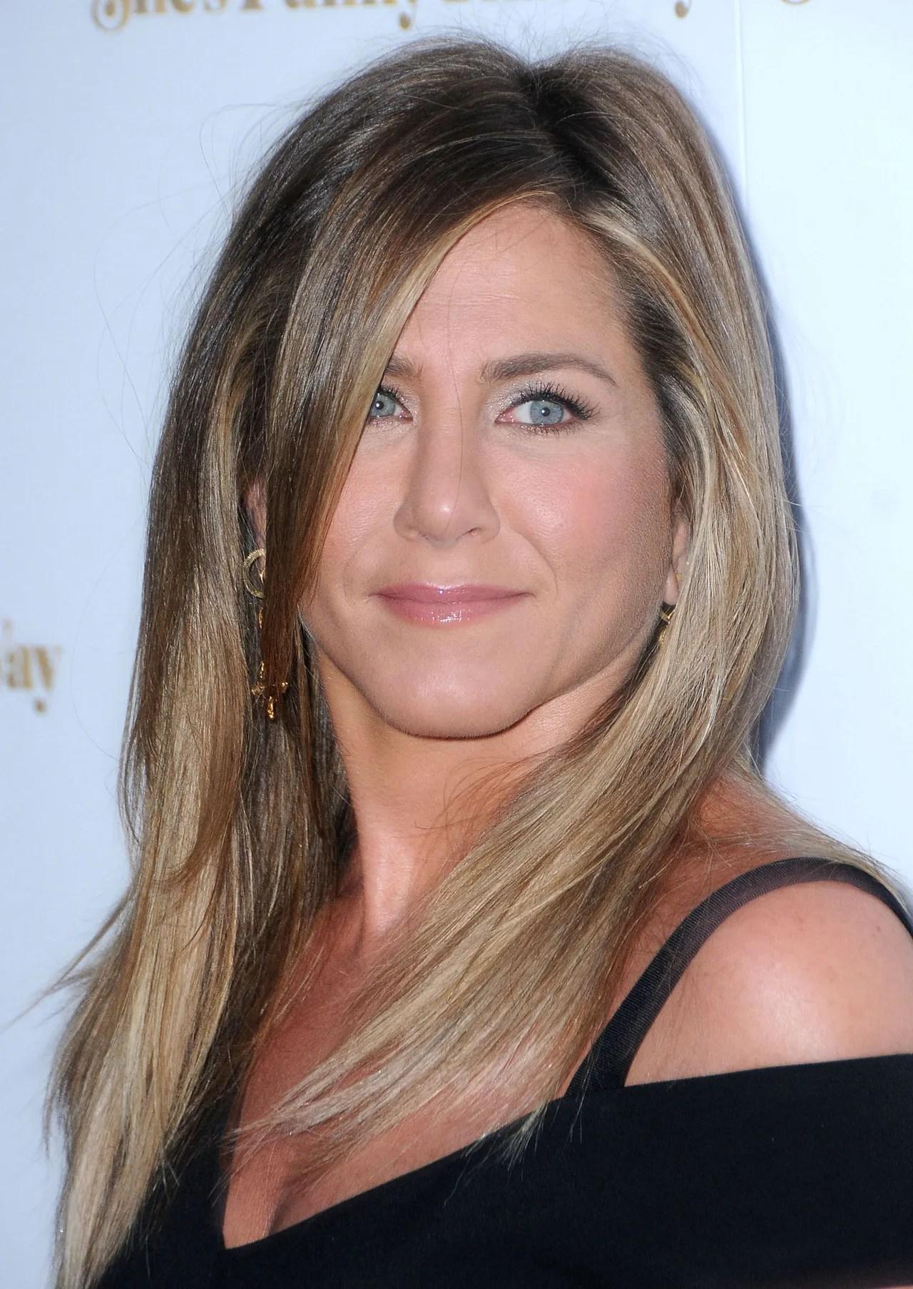 Jennifer Aniston Wears Bronze Eyeliner on Her First Post Wedding Red