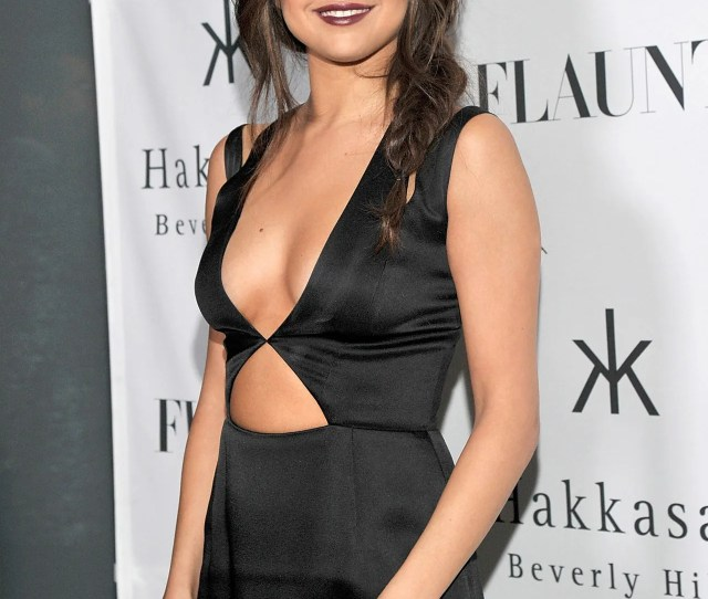 Selena Gomez Inner Boobs Sexiness Tricks