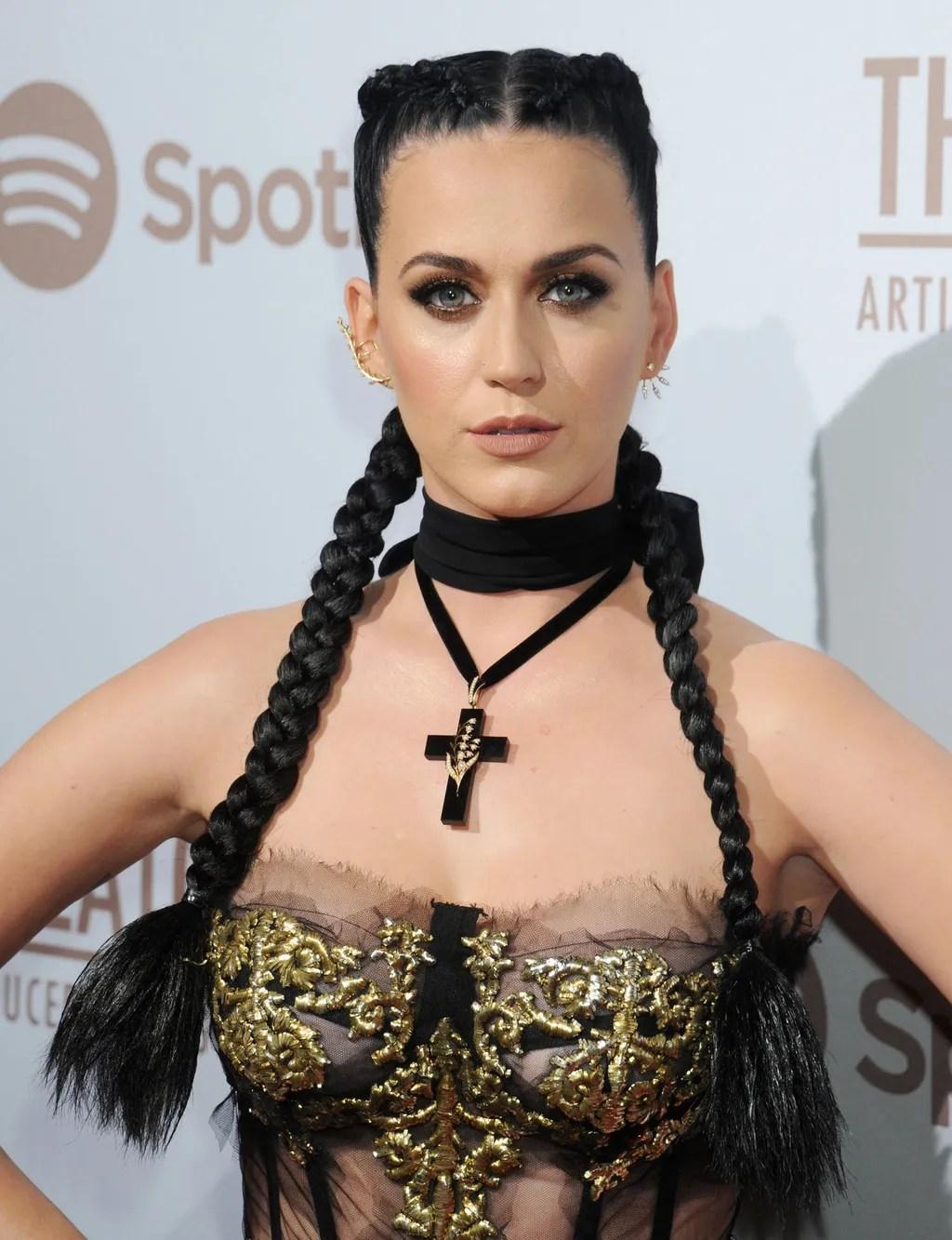 Hair Twins Katy Perry And Kim Kardashian Both Wear Boxer