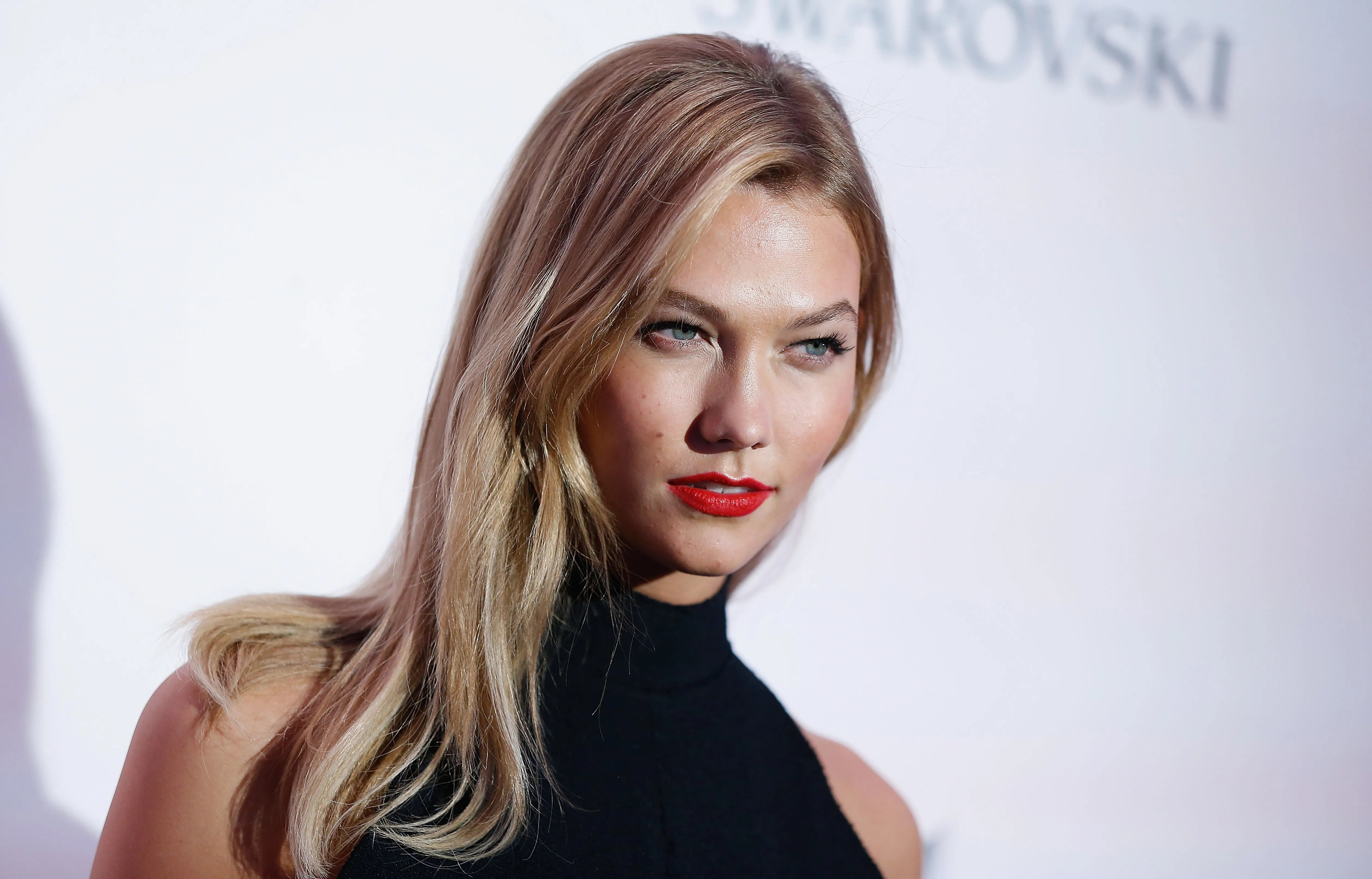 Karlie Klosss Genius Hair Trick Will Make Your Cheekbones
