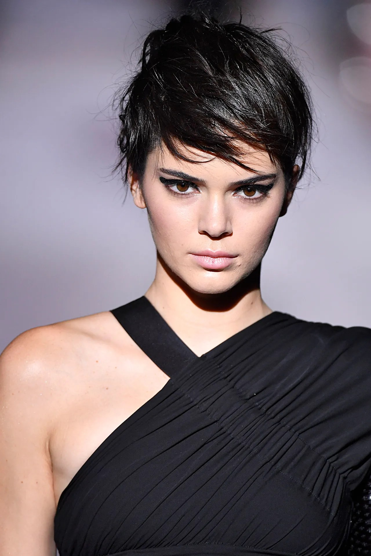 Kendall Jenner Looks Exactly Like Kris With This Pixie