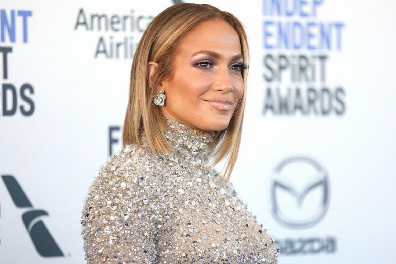 He has been married to angela gessmann since july 2, 2011. Locken Frisur Jennifer Lopez Bringt Die 80er Zuruck Glamour